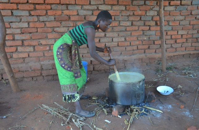 Caregiver preparing the Vitameal porridge at Chiweza II CBCC