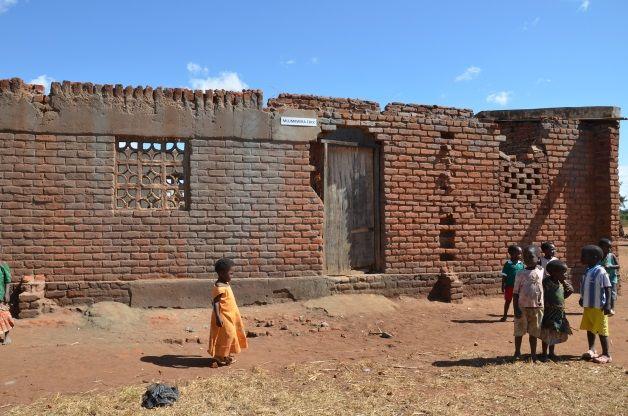 Children playing outside Mlumbwira CBCC
