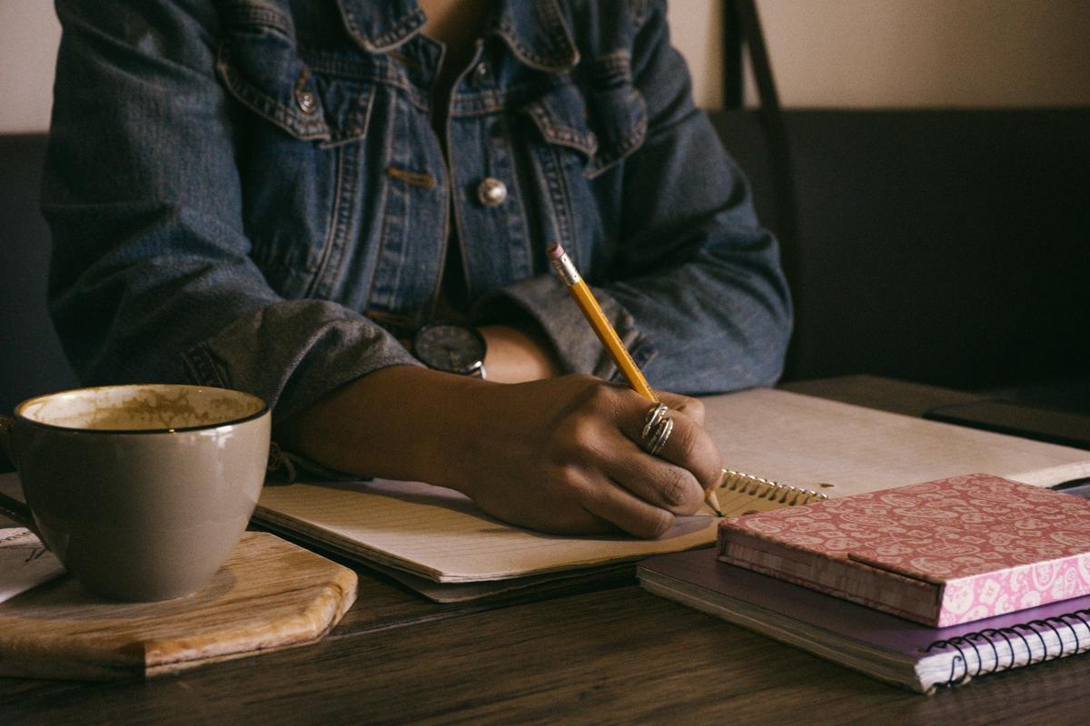 How to write. How to build you writing skills. How to improve your writing skills. How to productively write.