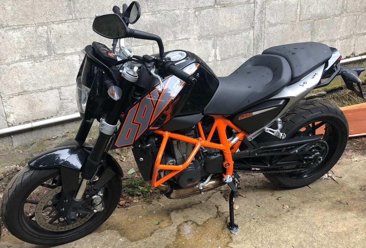 KTM 690 Duke black and orange