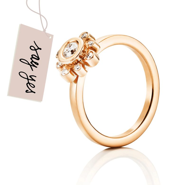 SWEET HEARTS CROWN RING 0.19 CT