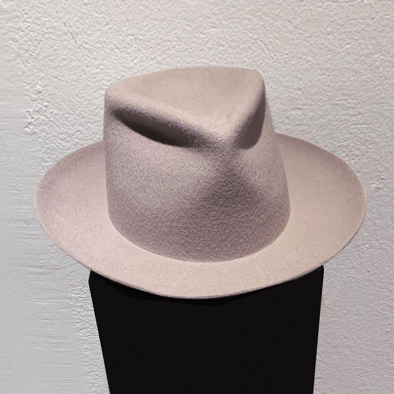 HAT IN THE WIND -  GHIACCO