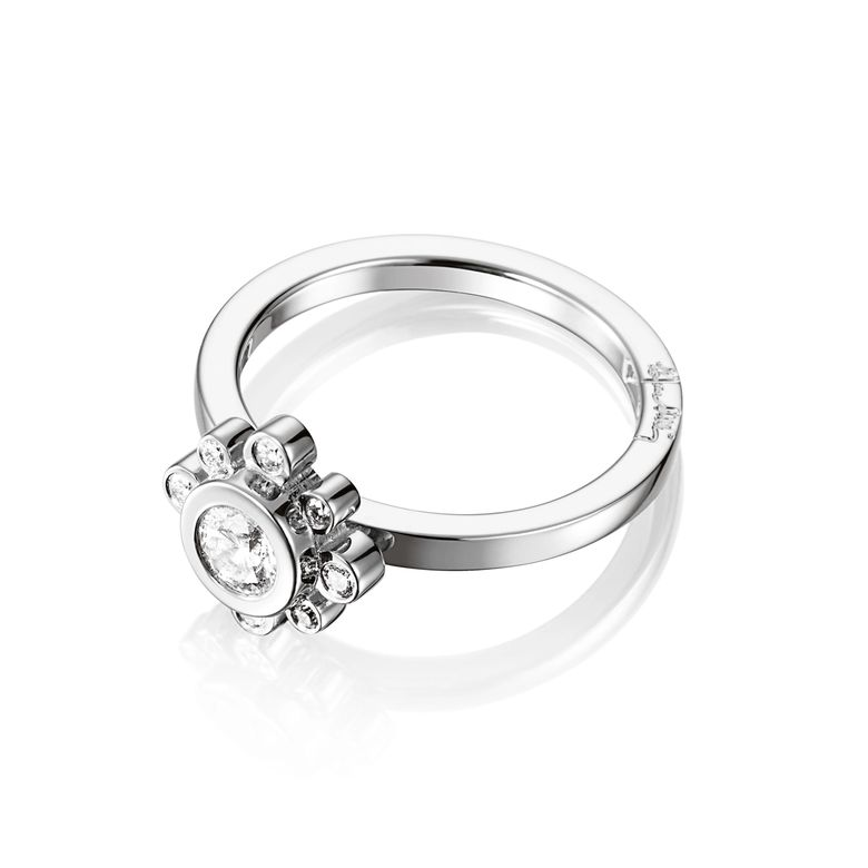 SWEET HEARTS CROWN RING 0.30 CT