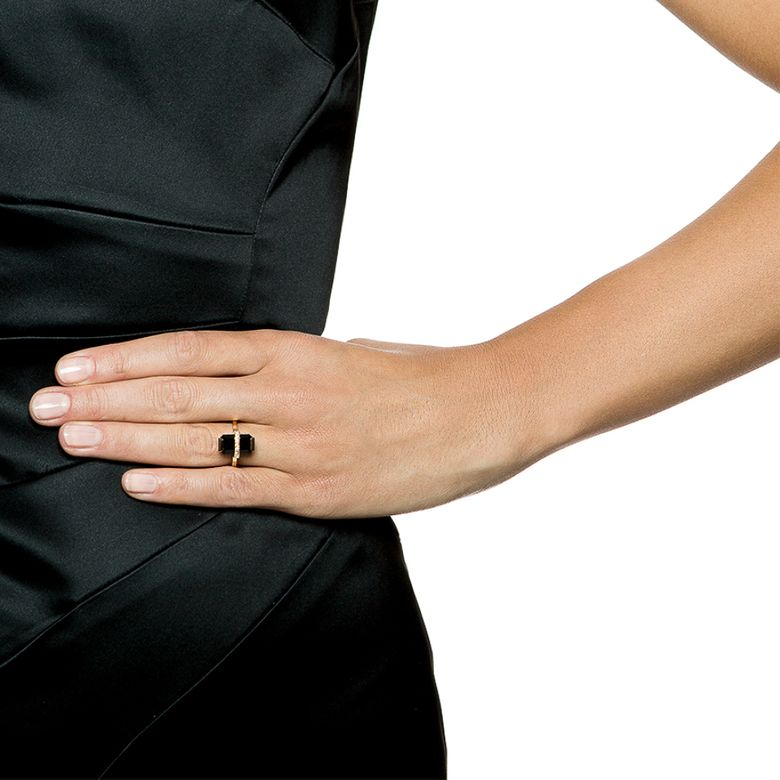 LITTLE BEND OVER RING - ONYX
