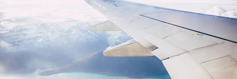 Un avion dans les airs