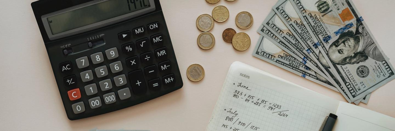 Des calculs d'argent sur un carnet