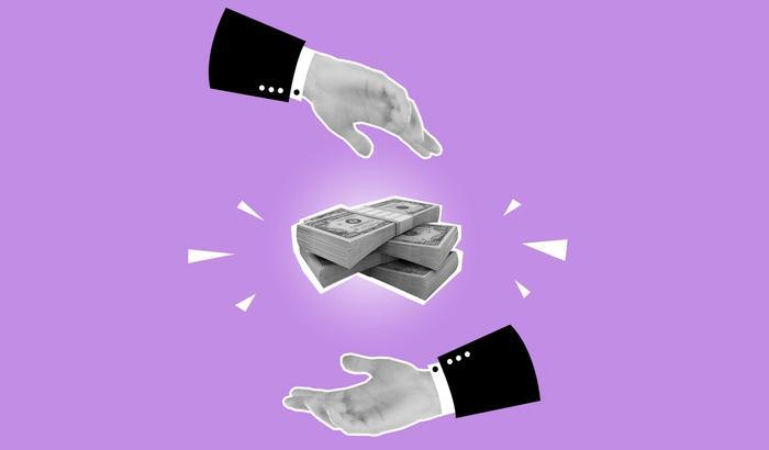 De l'argent entre des mains