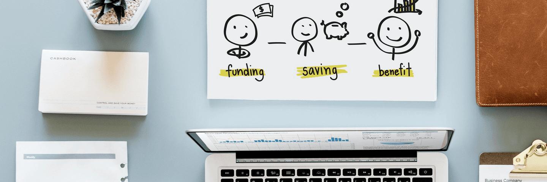 Un magazine sur la finance et l'épargne sur un bureau