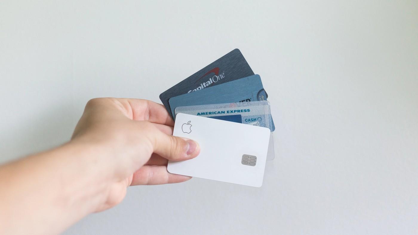Plusieurs cartes bancaires des meilleures banques en ligne