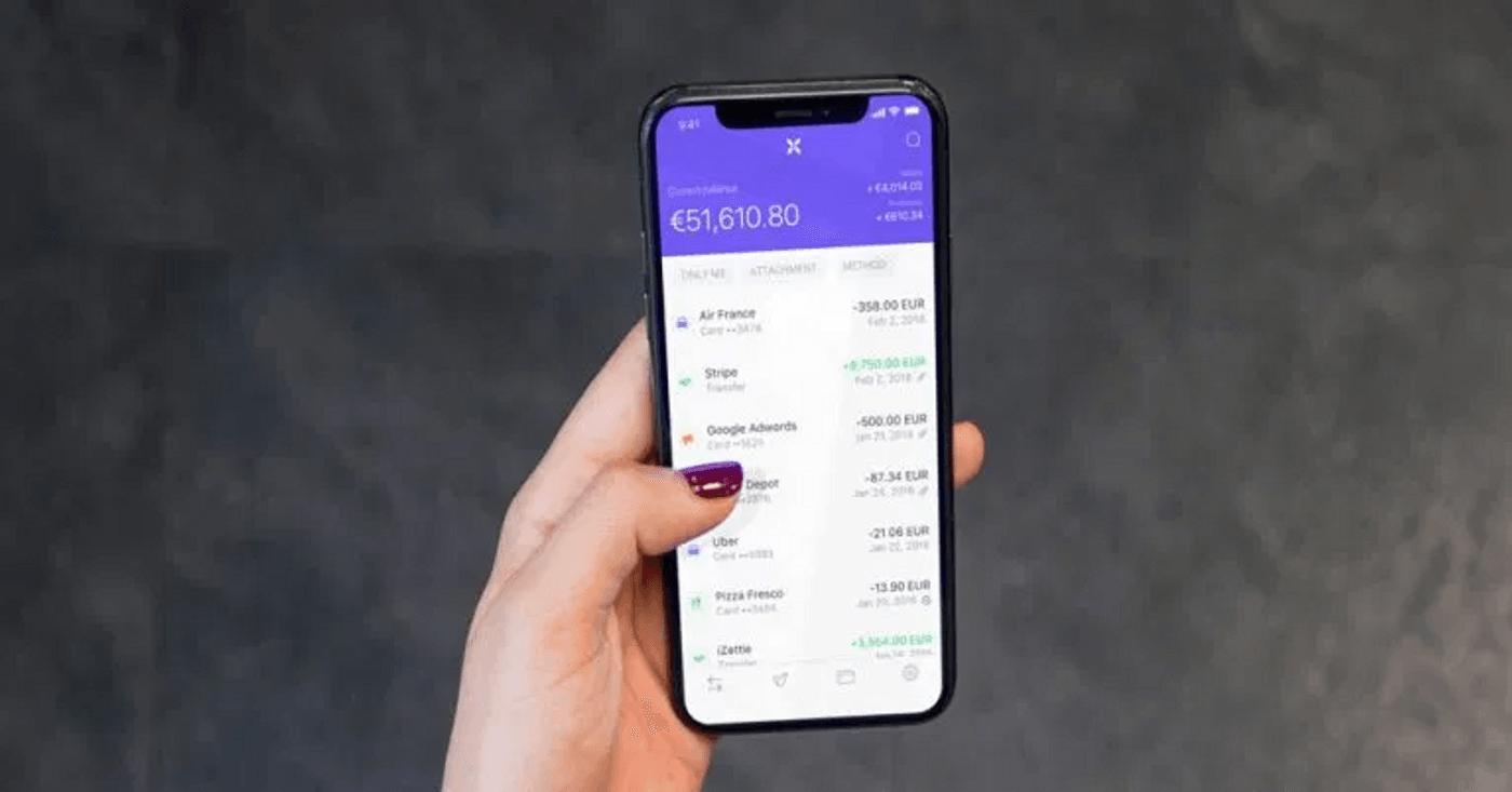 Application Qonto banque sur un smartphone