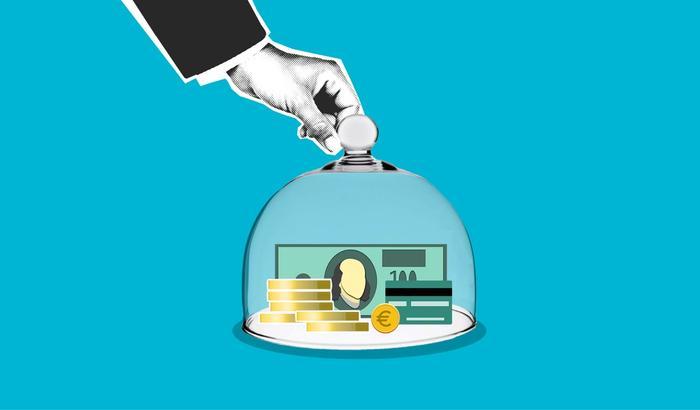 De l'argent sous une cloche en verre
