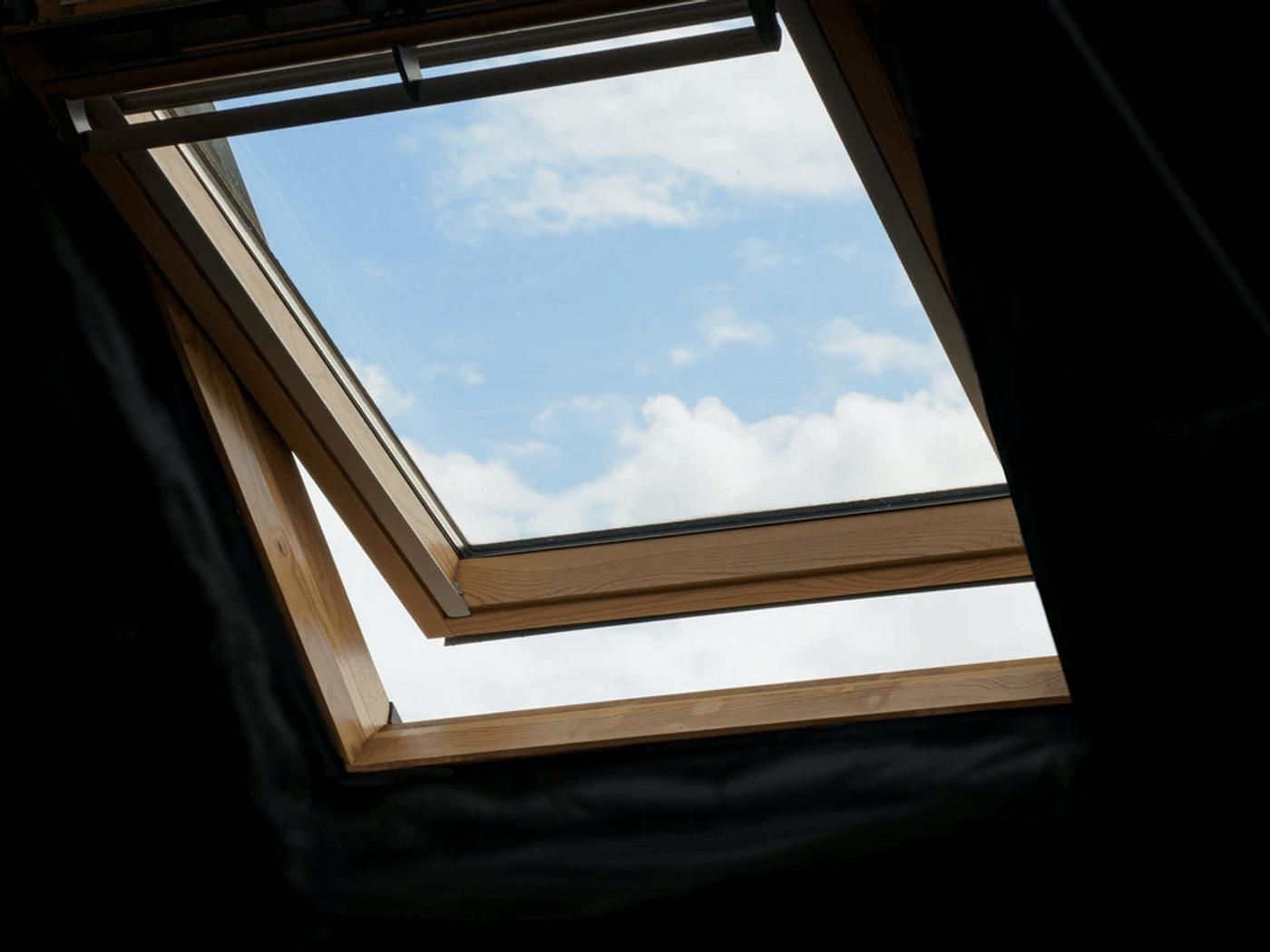 Une fenêtre de velux ouverte