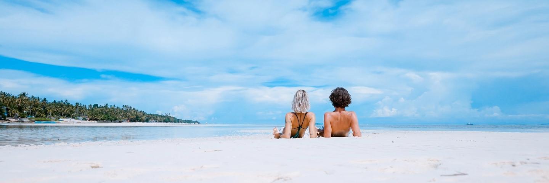 Femmes pendant des vacances pas chères