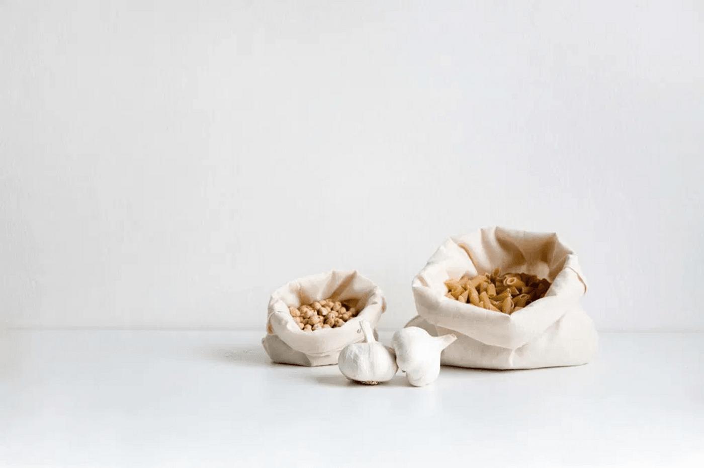 De la nourriture dans des sacs zéro déchet