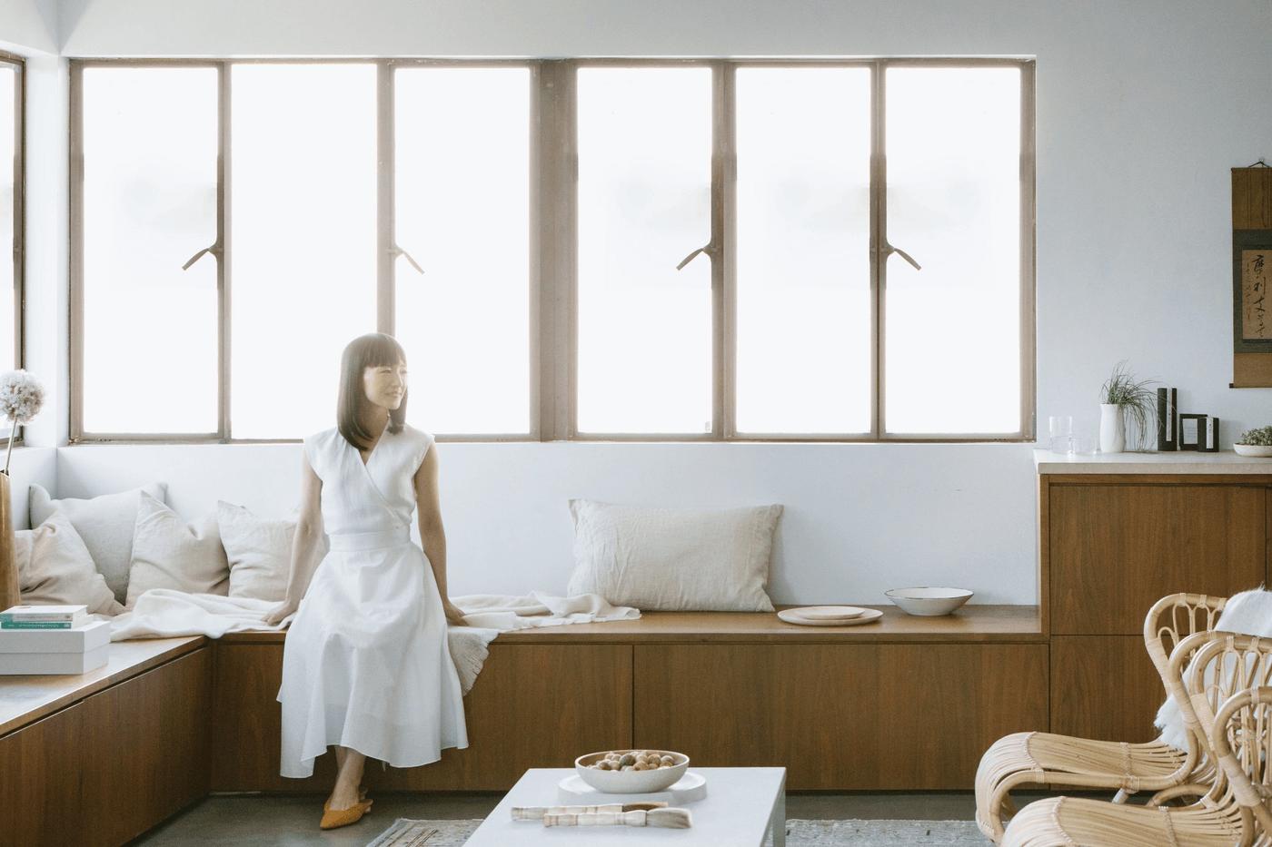 Marie Kondo dans un salon