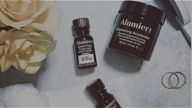 banner for The Experts Using AlumierMD Skincare