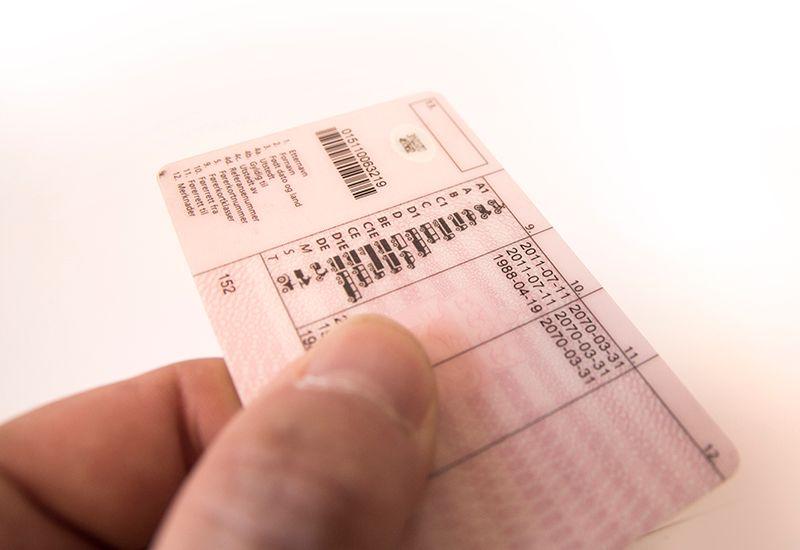 VALGKORT: Du må ikke ha med valgkortet når du skal stemme, men husk legitimasjon. Førerkort, pass eller bankort med foto er gyldig legitimasjon.