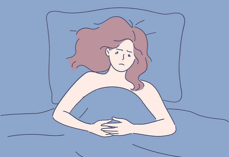 Illustrasjon av naken jente under en dyne som ser bekymra ut.