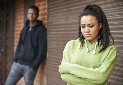 Trist jente krangler med kjæresten (www.colourbox.com)