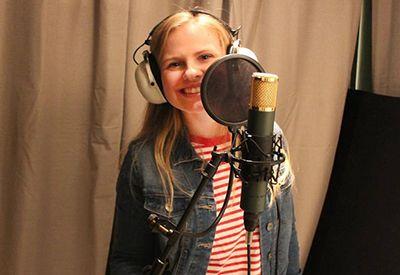 EGEN STIL: Finn din egen stil og syng om noe du ønsker å fortelle andre, er ett av tipsene fra Johanna (18).