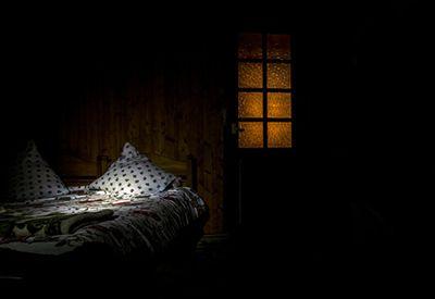 Mørkt soverom på natta (colourbox.com)