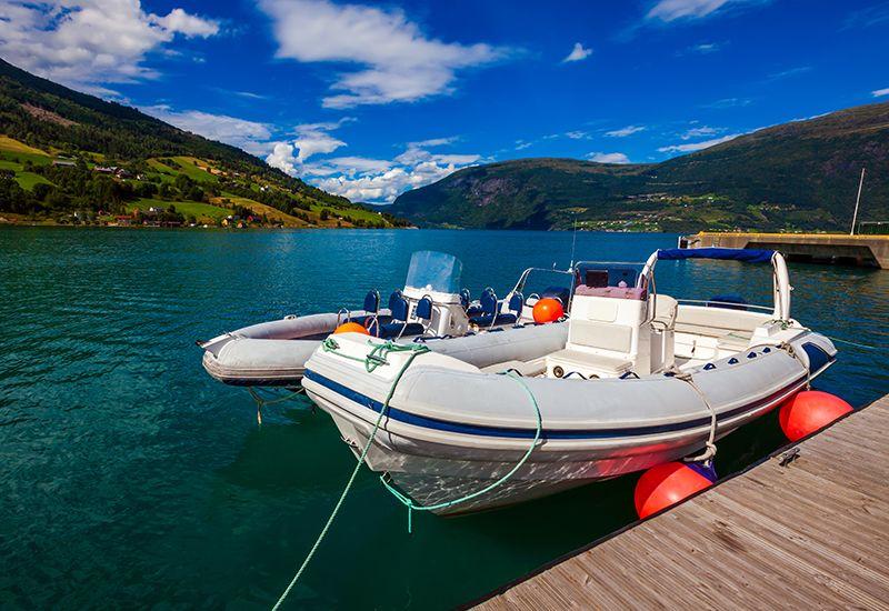 To båter på Geirangerfjorden (colourbox.com)