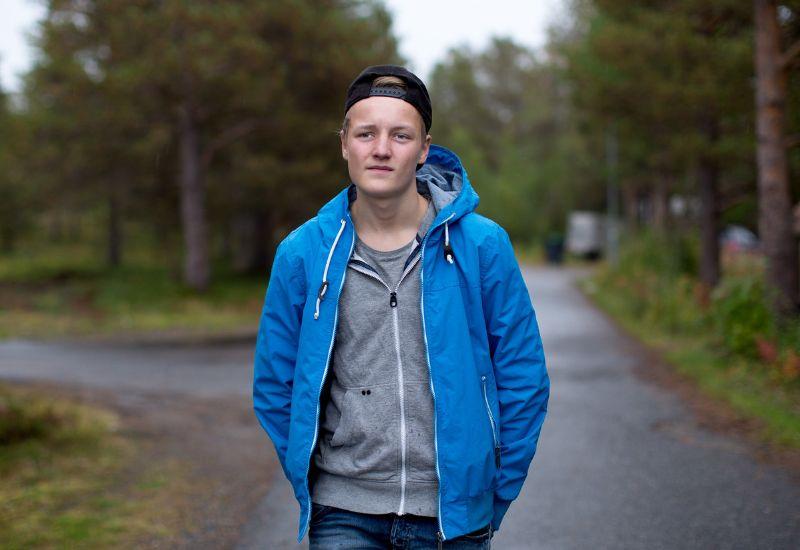 Gutt er ute og går (foto: Tine Poppe / bufdir.no)