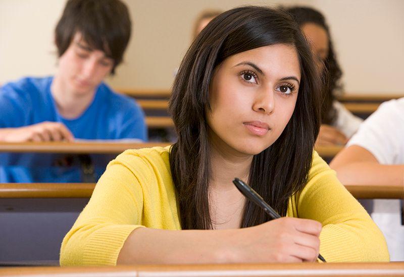 Jente på forelesning (www.colourbox.com)