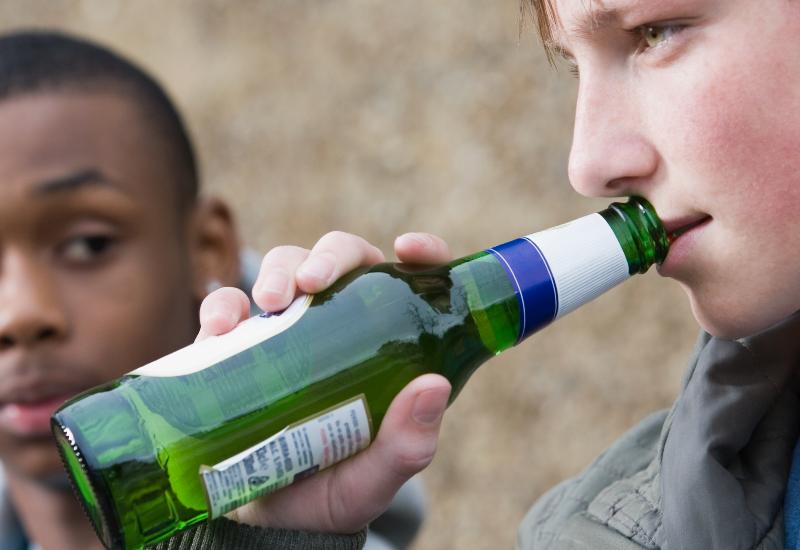 VÆR FORSIKTIG: Mye alkohol over tid er svært skadelig. Alkohol er et rusmiddel, selv om det ikke står på dopinglista. Foto: Colourbox