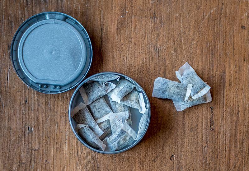 AVHENGIG: Snus er laget for at du skal bli avhengig og kjøpe mer av det. Flere av stoffene i snus er kreftfremkallende. Foto: Colourbox