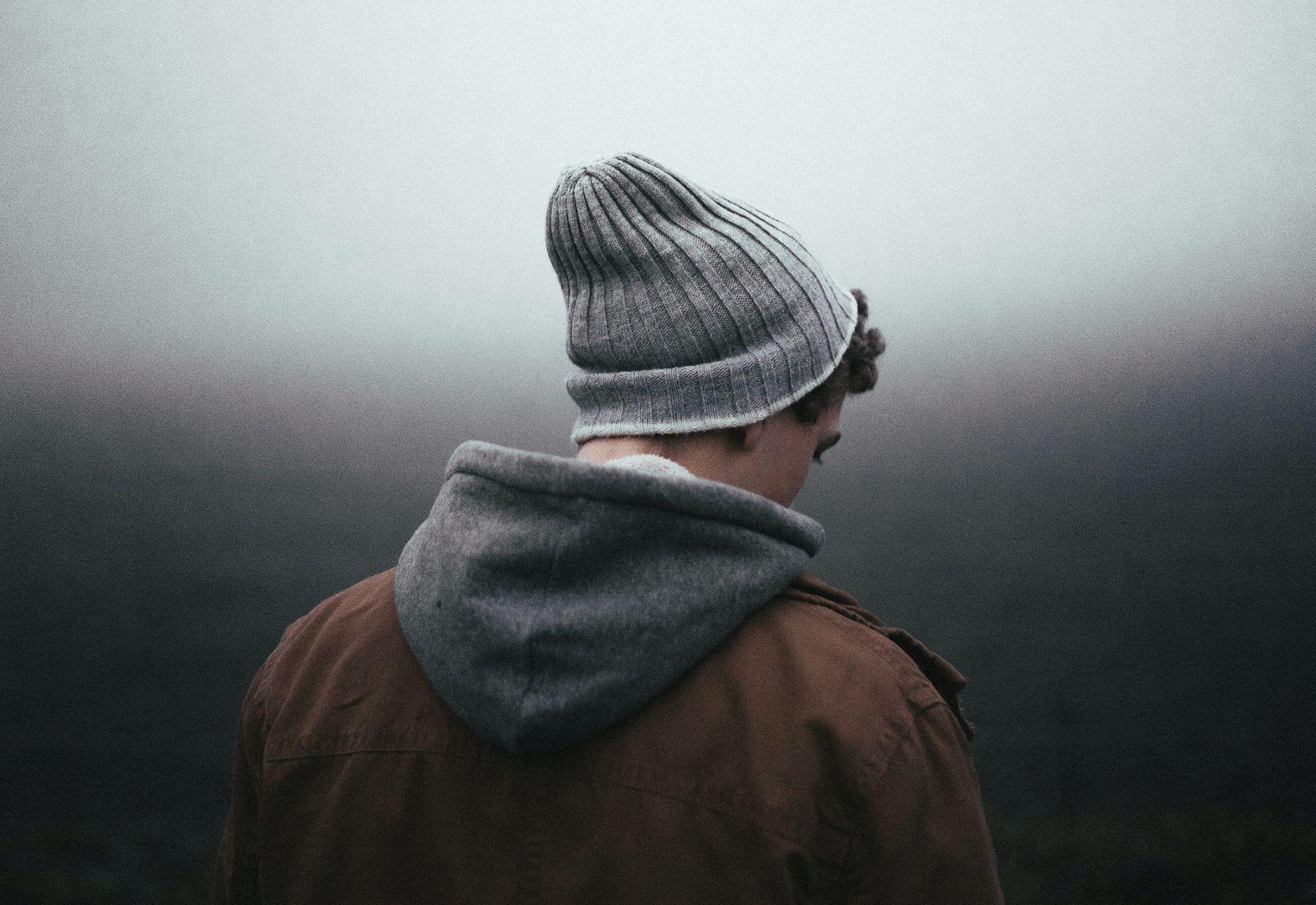 VONDT: Sorg - og kjærlighetssorg - kan være noe av det verste vi som mennesker opplever. Da kan det virke umulig å komme seg over det, men det finnes noen gode råd. Foto: Andrew Neel/Unsplash