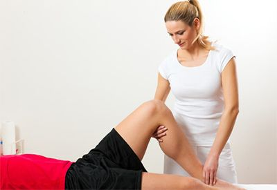 Hos fysioterapeuten (colourbox.com)