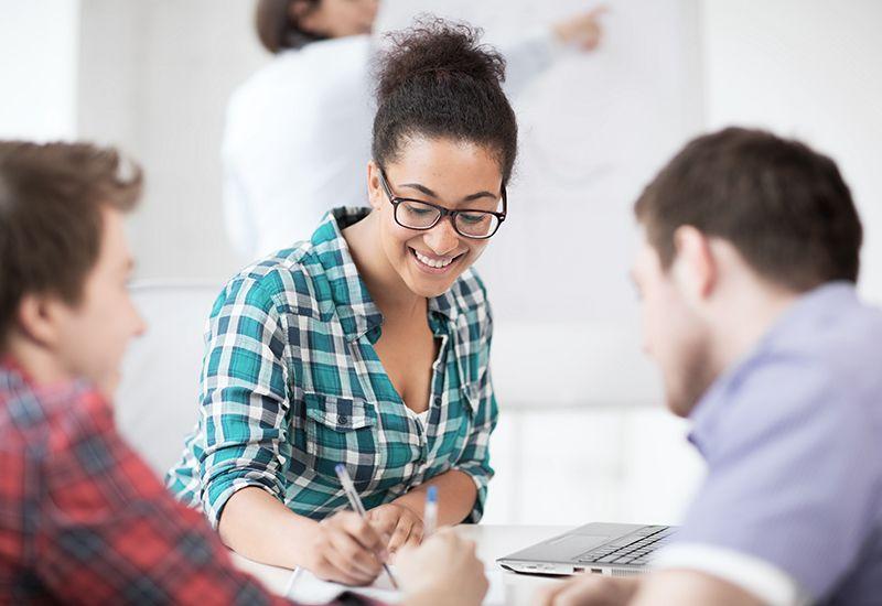 INFORMASJON: Det finnes veldig mye informasjon på nettet om utdanninger og yrker. Sett av tid til å undersøke mulighetene som finnes og hør med venner om tips.