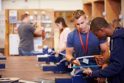 PRAKTISK: Med yrkeskompetanse er du kvalifisert til å jobbe med et yrke allerede etter videregående.