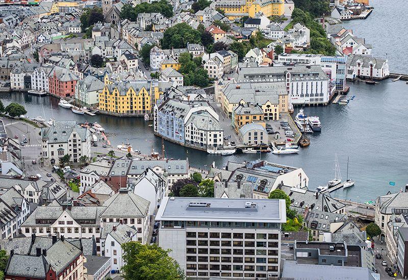 KOMMUNER: Det er 422 kommuner i Norge. Bildet er fra Ålesund kommune.