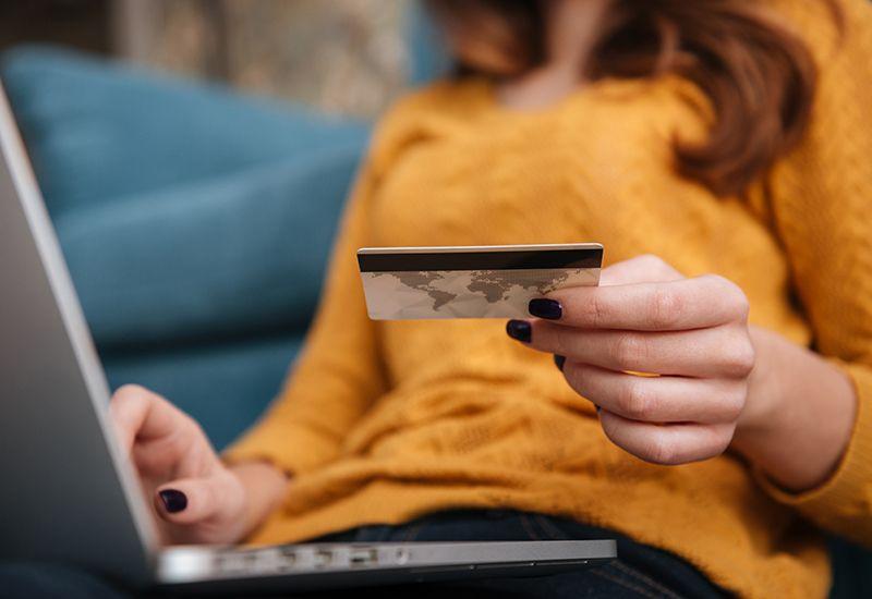 TRYGG HANDEL: Skal du handle på nett kan det være lurt å dobbeltsjekke når folk ber om viktig informasjon, ikke betale på forhånd og bruke kredittkort eller et kjent betalingssystem.