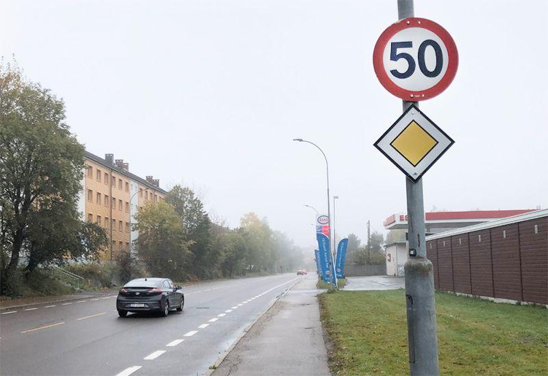 85 PROSENT: Skal du bestå teoriprøven på førerkort klasse B (personbil), må du ha mer enn 85 % av svarene riktig. Foto: ung.no