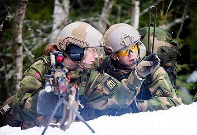 Jenter i Forsvaret (foto: Thomas Iversen, Forsvaret)