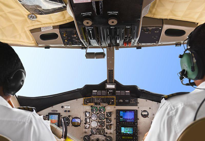 To piloter sitter i cockpit. (www.colourbox.com)