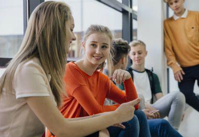 NYE VENAR: Ungdomsjournalist Rakel komer her med nokre tips om korleis du kan få deg nye venar. Foto: Colourbox.