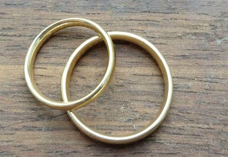 RING: Mange bruker giftering som et symbol på at de er gift. Dere bestemmer selv om dere vil ha ringer eller ikke.