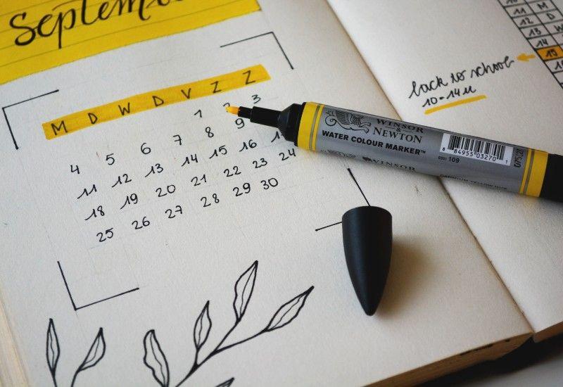 LAG EN PLAN: Tegn med grønn farge de dagene du klarer målet ditt. På den måten kan du se at du blir litt flinkere hver dag/uke. Foto: Estée Janssens/Unsplash