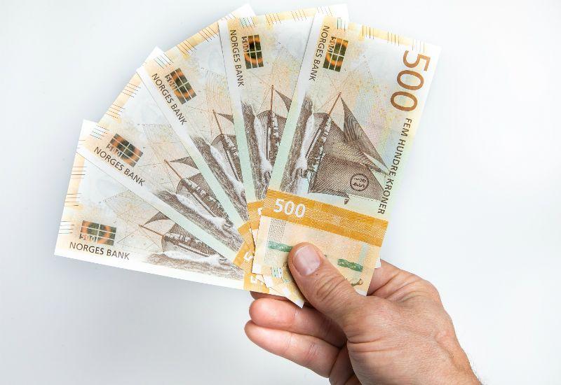 Fem femhundrelapper (Foto: Nils S. Aasheim/Norges Bank)