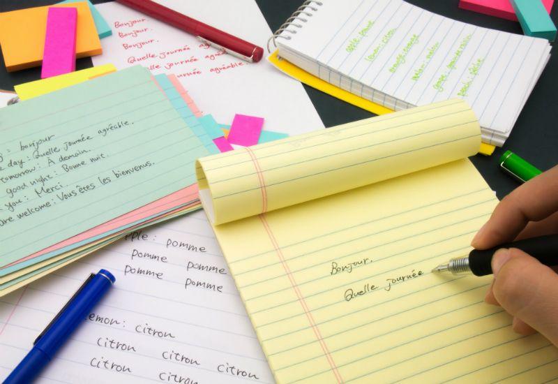 INDIVIDUELT: For noen er det mest effektiv å notere aktivt mens man leser pensum, for andre fungerer ikke dette i det hele tatt. Finn de studieteknikkene som passer din måte å lære på.