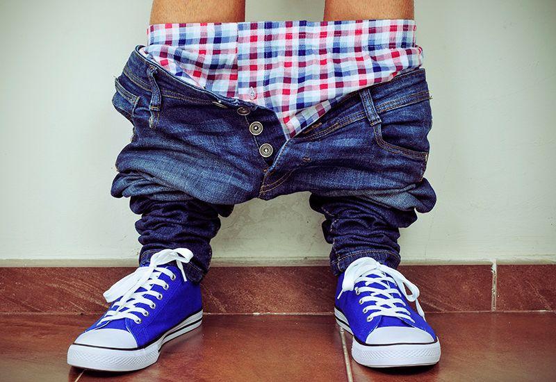 Gutt med buksene nede (colourbox.com)