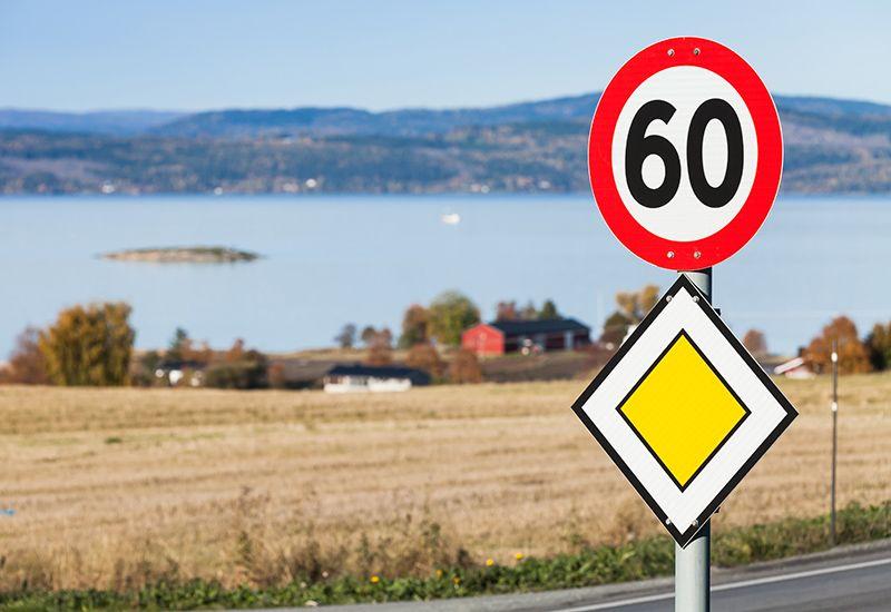 Veiskilt i Norge (colourbox.com)