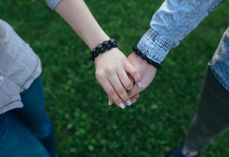 SAMMEN: Dere bruker mye tid sammen, men hvor godt kjenner dere hverandre egentlig? Jo bedre dere kjenner hverandre, jo tryggere blir dere på hverandre. Foto: Colourbox
