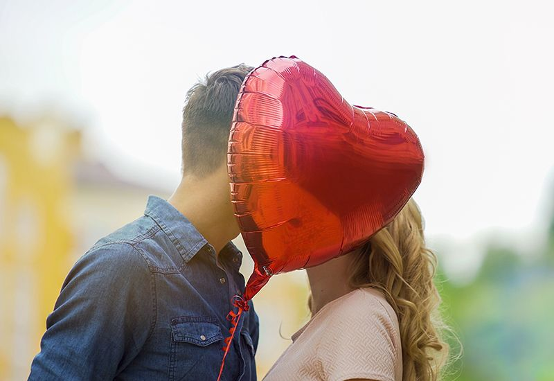 Kyss bak en ballong (colourbox.com)