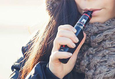 18 ÅRS ALDERSGRENSE gjelder på e-sigaretter både med og uten nikotin.