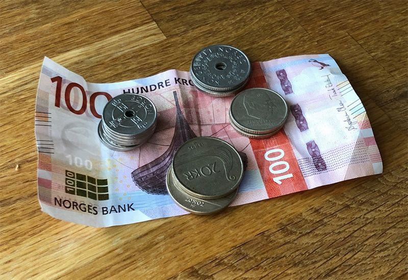 Seddel og penger (foto: ung.no)
